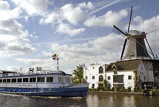 zz-radreisen-boat-bike-tours-schiff-windmill.jpg