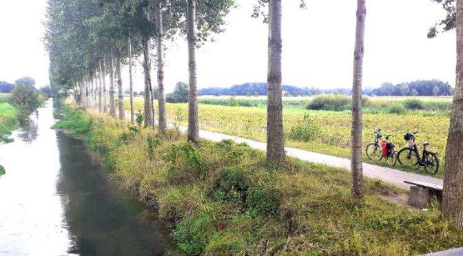 Unterwegs auf dem Radweg am Boker Kanal zwischen Delbrück und Paderborn.